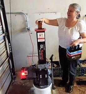 Jana Segal and glass grinder